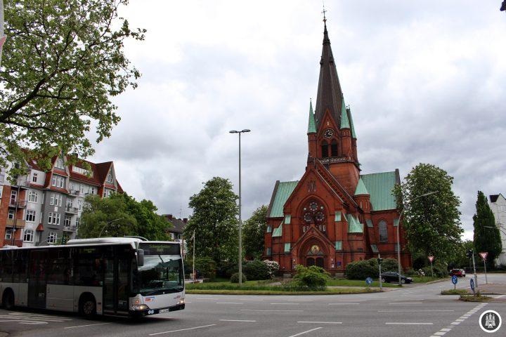 Die Kreuzkirche Ottensen wurde 1898 im neugotischen Stil erbaut. Den 2. Weltkrieg überstand es weitestgehend unbeschadet. In den nächsten Jahren wird die derzeitige Sanierung der Kirche abgeschlossen sein. Auch heute schon ist sie eine Augenweide, mitten in Ottensen.