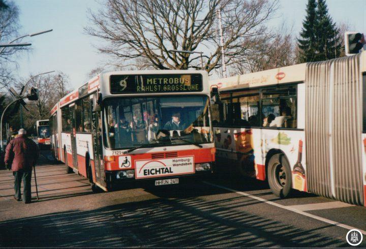 Wagen 7121 als Linie 9 im Februar 2003 am Pulverhof. Das Fahrzeug wurde bereits im Jahre 2004 ausgemustert. - Foto: Jens Ode