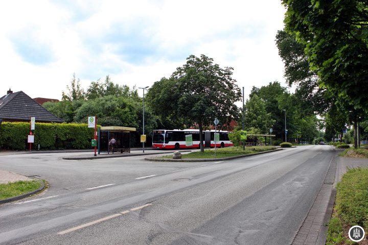 Die Haltestelle in Fleestedt: Die 14 ist die einzige MetroBus-Linie die Hamburg in Richtung Niedersachsen verlässt.