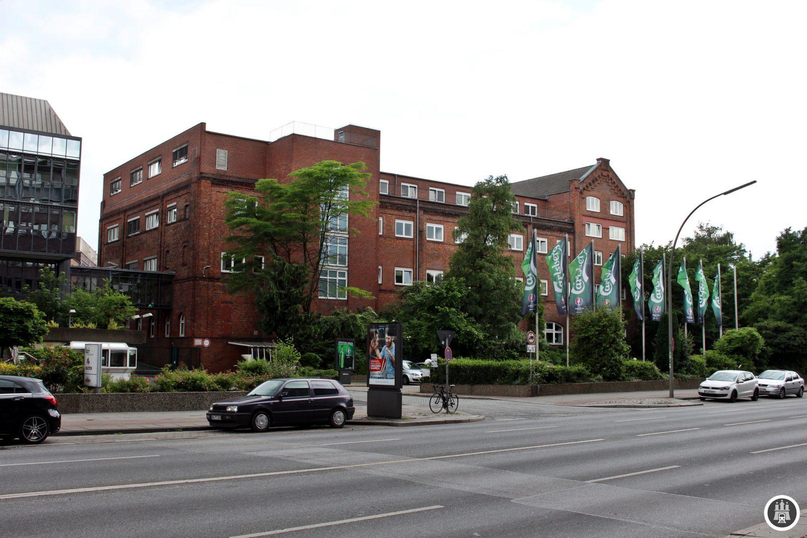 Die Holsten-Brauerei wurde 1879 gegründet und hat ihren Standort an der Holstenstraße. Es wurde jedoch nicht die Straße nach der Brauerei benannt, sondern eine Straße nach Holsten (Holstein) beschrieben. Holsten gehört zu Carlsberg und produziert unter anderem die insbesondere bei Fußballfans beliebten Marken Holsten (HSV) und Astra (St. Pauli).