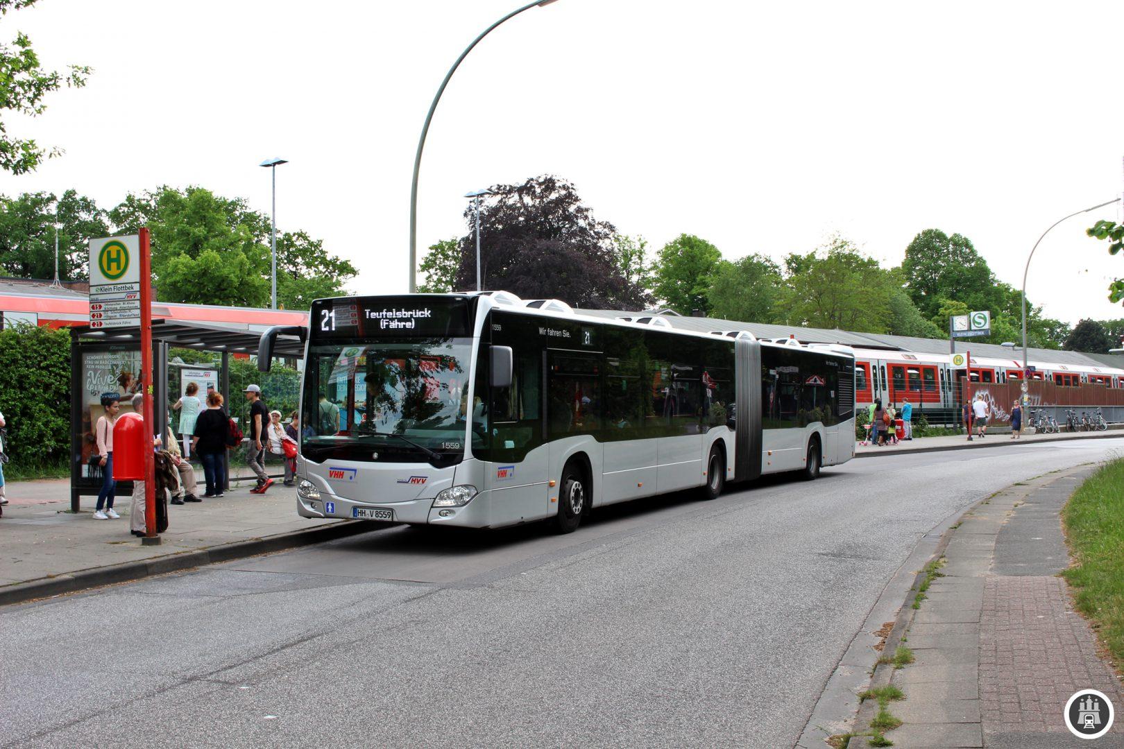 Die Linie 21 am S-Bahnhof Klein Flottbek