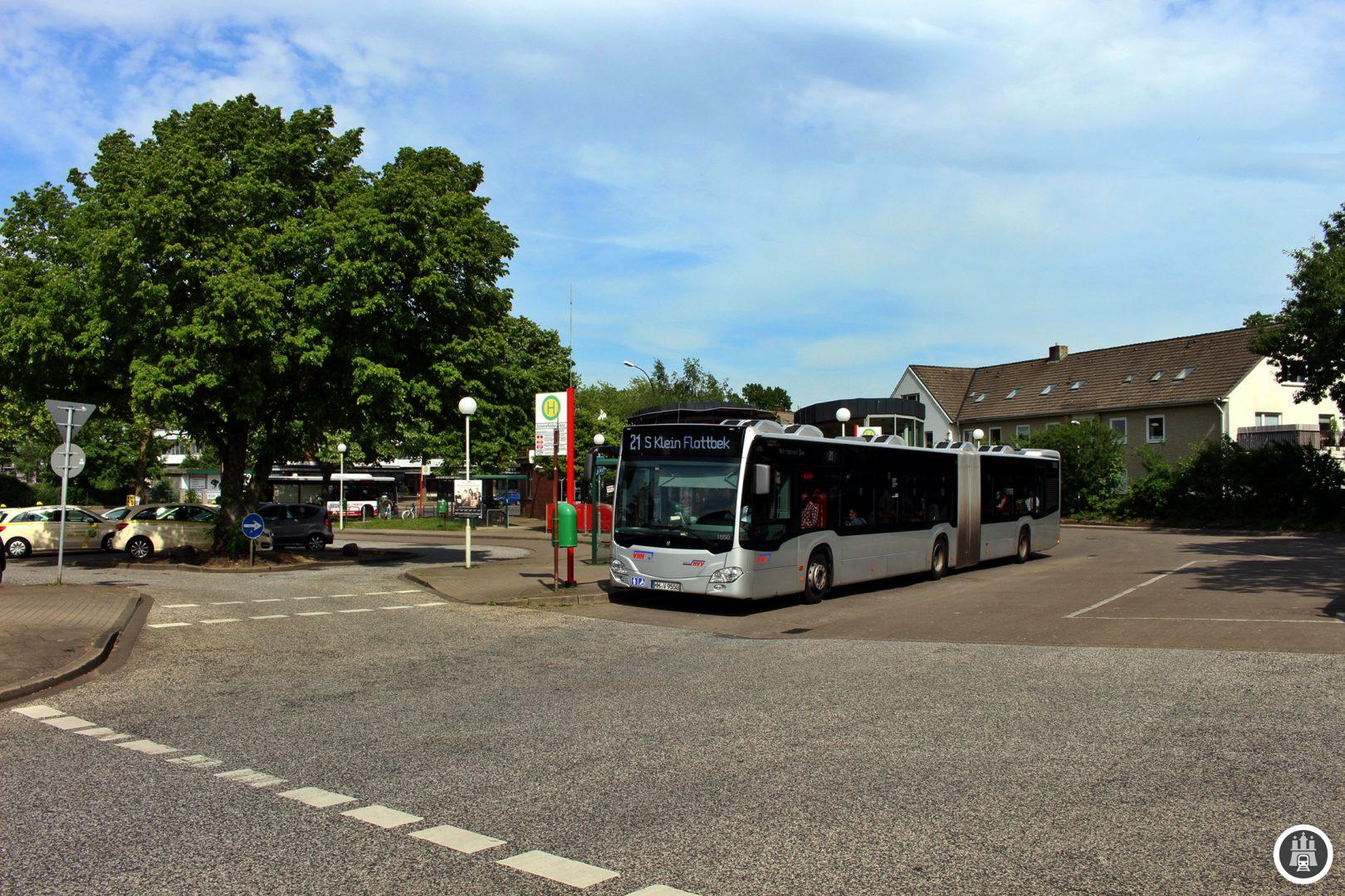 Der Schenefelder Platz in Schleswig-Holstein spielt auch für den Hamburger Busverkehr eine große Rolle. Ohne ihn würde man auch viele Hamburger Quartiere deutlich schlechter erreichen.