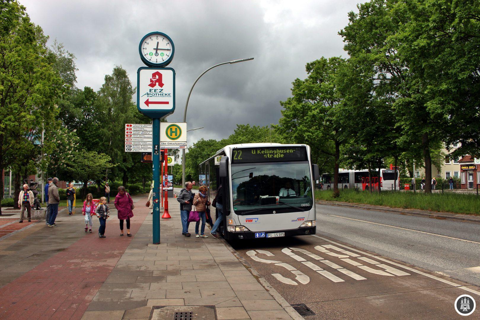 Der Bau des EEZ 1966 sollte vorallem wieder die Kunden, die vorher in Schleswig-Holstein einkauften, zurück nach Hamburg bringen. Der Einzugsbereich des EEZ erstreckt sich bis nach Wedel und Schenefeld.