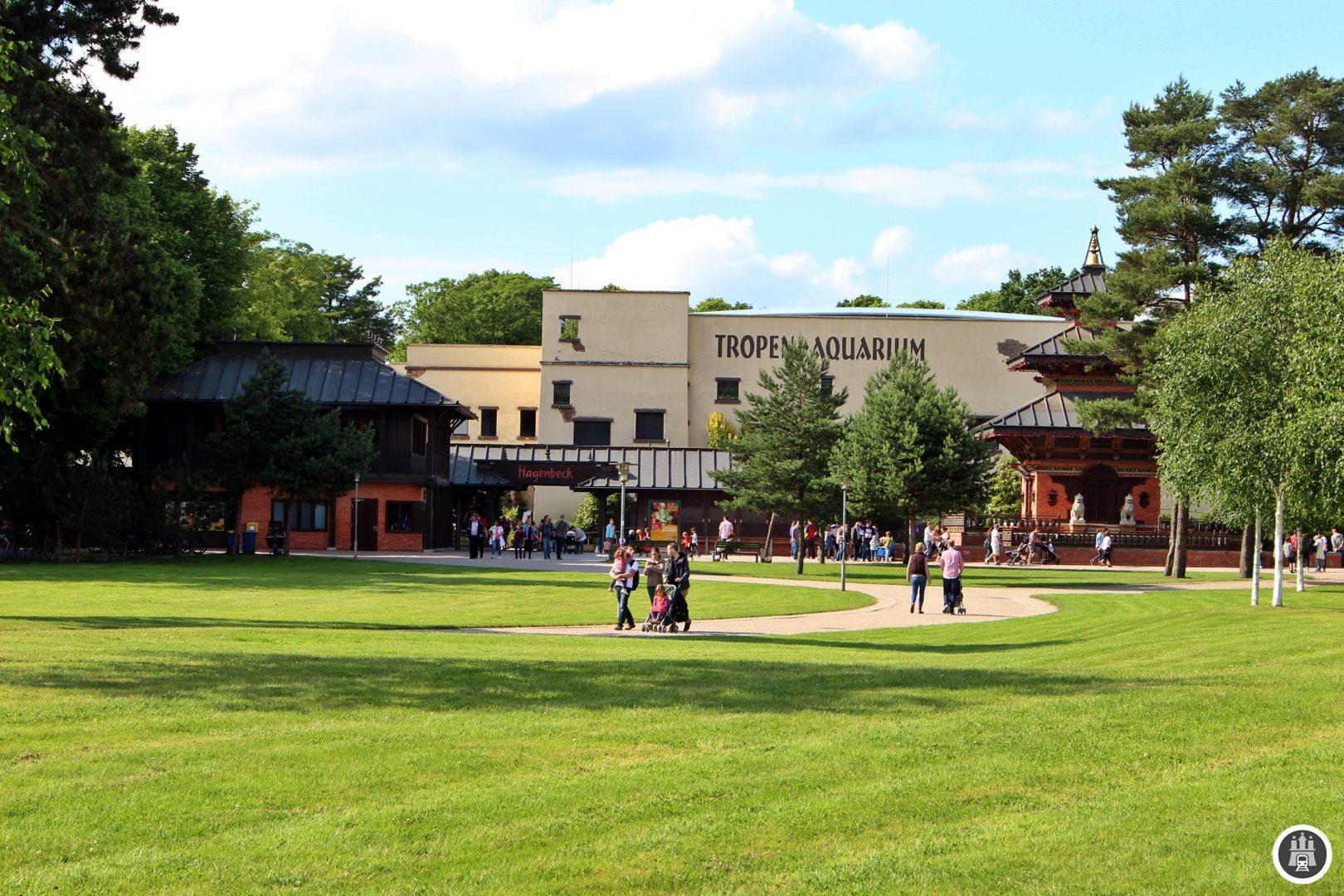 Hagenbeck's Tierpark wurde 1907 eröffnet und geht auf Carl Hagenbeck zurück. Der Tierpark wird immernoch von der Familie Hagenbeck geleitet und ist der einzige private Großzoo Deutschlands.