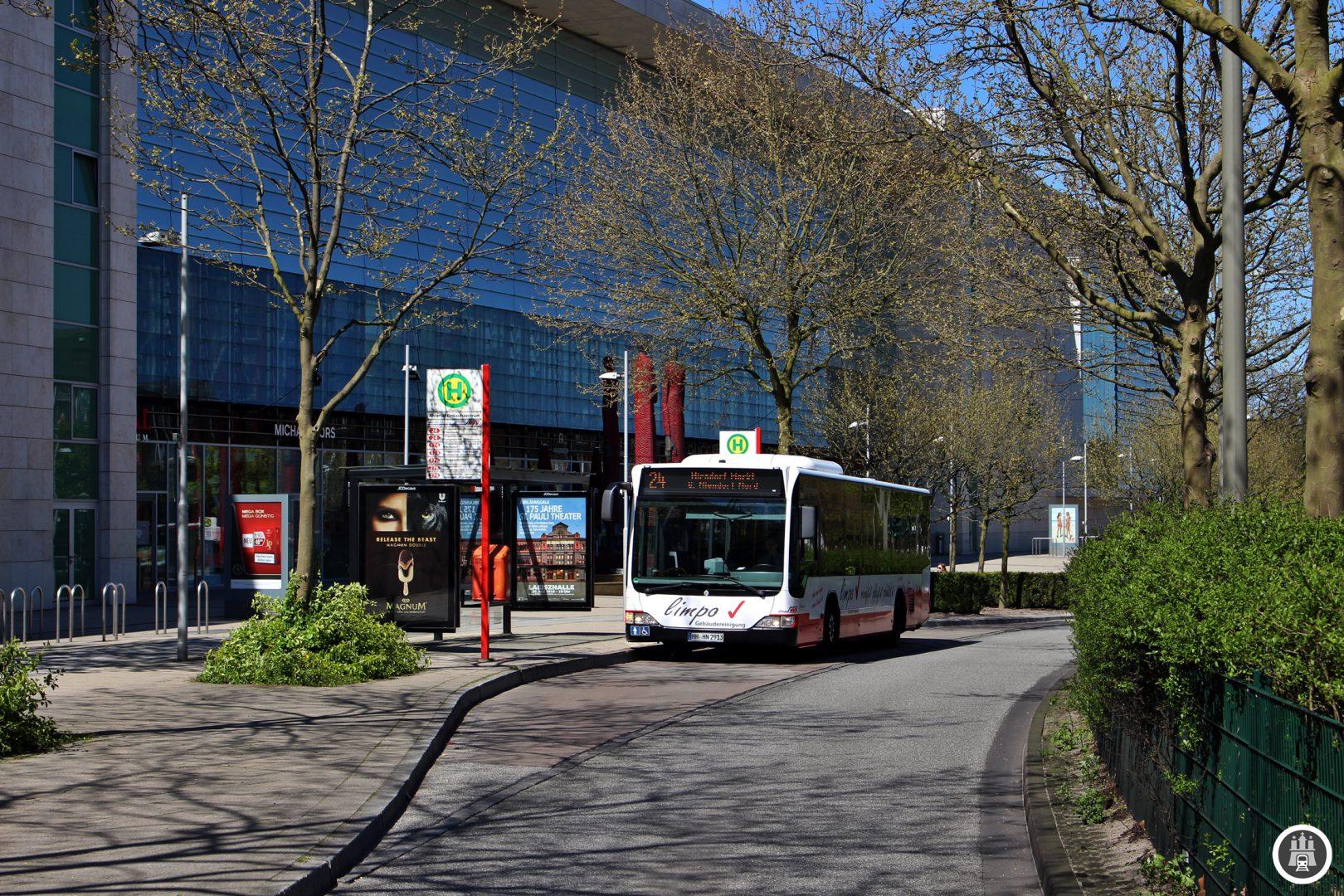 Das AEZ wurde 1970 eröffnet und ist mit etwa 240 Geschäften einer der größten Einkaufszentren Norddeutschlands. Die Lage am Schnittpunkt aller Poppenbüttler Buslinien macht es auch zu einem Zentrum des Hamburger Nordostens. Hier arbeiten etwa 2000 Mitarbeiter.