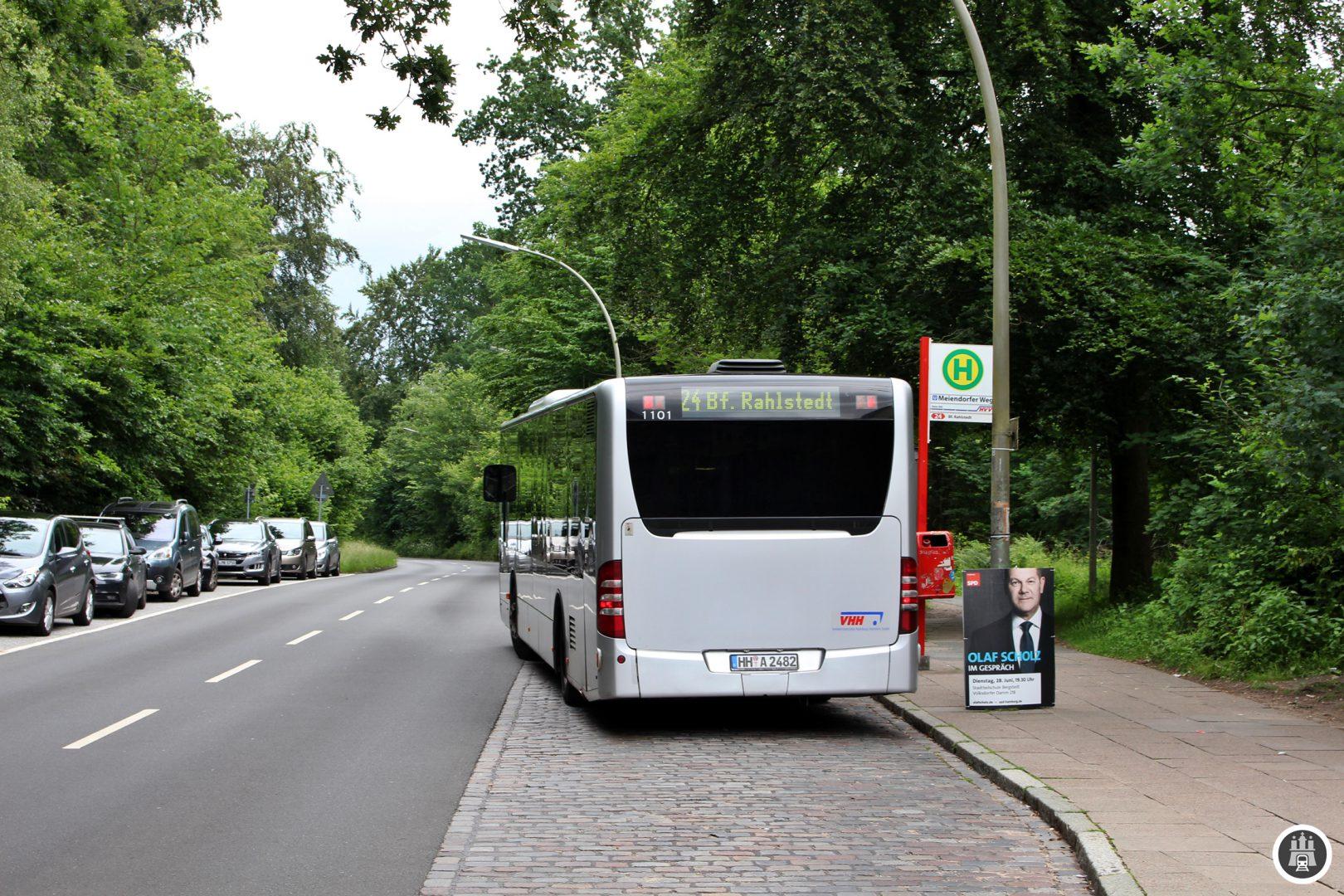 Der Bahnhof Meiendorfer Weg wurde zum Betriebsstart 1920 erst gar nicht bedient. Erst als die Hochbahn den Bahnhof 1925 testweise öffnete zeichnete sich ein so hoher Zuspruch ab, dass er bis heute durchgehend geöffnet blieb.