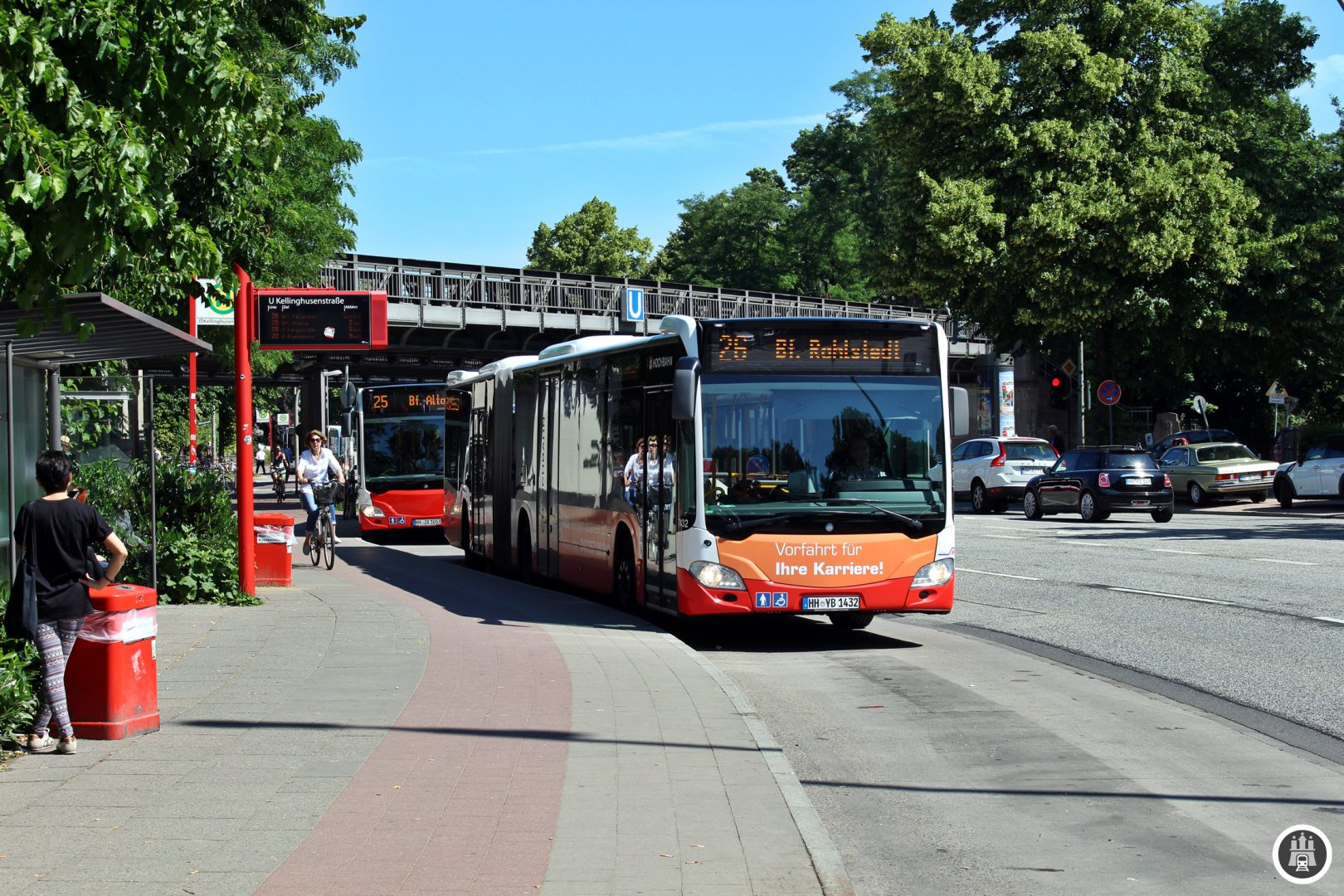 (Hier an der Kellinghusenstraße warten die Busse der 26 gemeinsam mit der Linie 22 auf die Abfahrt.)