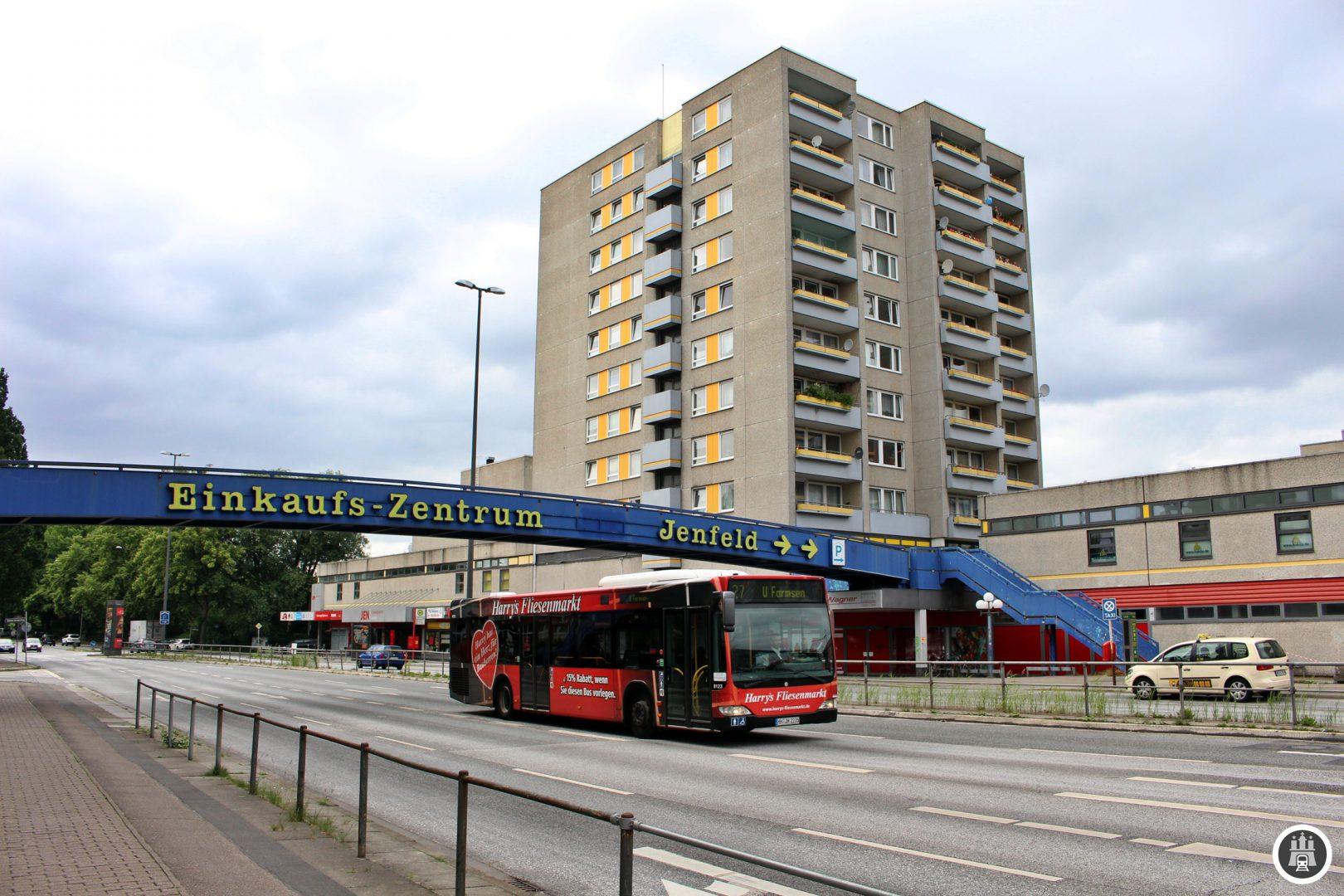 Am Jenfeld-Zentrum trifft die Linie 27 auf die MetroBus-Linie 10 sowie auf zahlreiche weitere Buslinien.