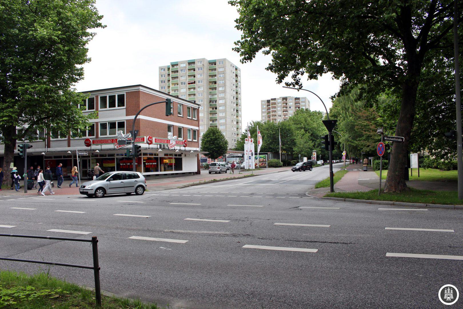 Geht man von der Haltestelle Manshardtstraße östlich in die namensgebende Straße erreicht man die künftige U4-Trasse. In einigen Jahren soll die U4 hier an der Danneralle enden.