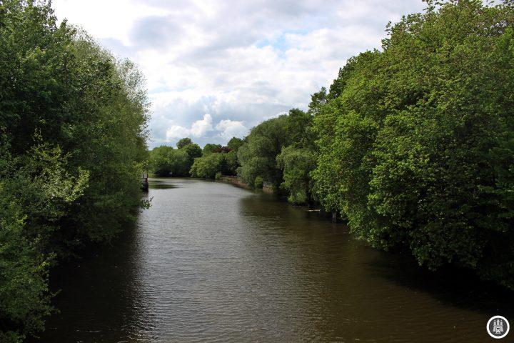 Der Isebekkanal geht aus der Isebek hervor. Der Name kommt vermutlich daher, dass das Wasser sehr eisenhaltig ist. Schon 1646 wurde diese zum Isebekkanal. Seine heutige Form erreichte der Kanal jedoch erst 1912, als weite Teile zugeschüttet wurden.