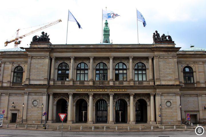 Die Hamburger Börse wurde 1558 gegründet und ist damit die älteste in Deutschland. Das heutige Gebäude stammt von 1841 und überstand als eines von wenigen en Großen Brand 1842. Es beherbergt auch die Handelskammer. Die Wertpapierbörse, welche sich mit der in Hannover zusammenschloss, zog 2005 in ein Gebäude am Rathausmarkt um.