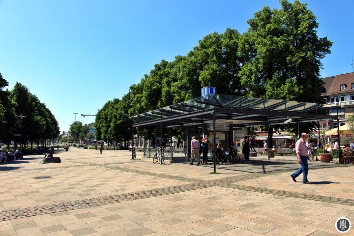 Der heutige Marktplatz wird nicht mehr als Wochenmarkt genutzt, dennoch finden hier über das Jahr verteilt mehrere Märkte mit Themenschwerpunkten statt. Mit dem U-Bahnbau ab 1962 wurde der Platz großzügig umgestaltet, im Norden entstand stattdessen der ZOB.