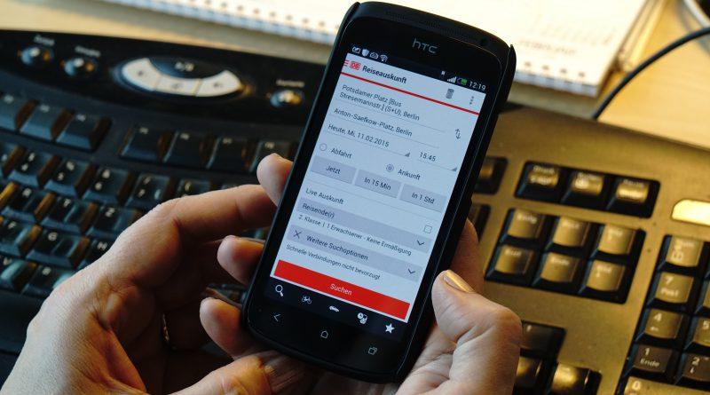 iPhone mit DB Navigator / DB Bahn