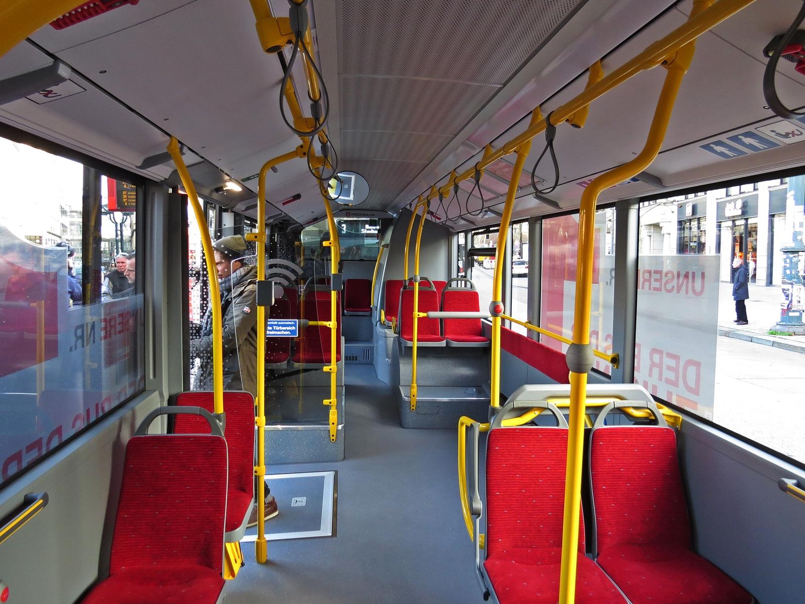 Der Fahrgastraum des eCitaro weicht kaum von dem eines normalen Citaro ab.